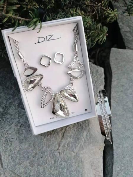 Bilde av Smykkesett m/ armbånd i gaveeske